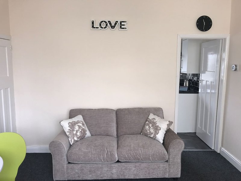 Victoria Parade House with unlimited Wifi and netflix, alquiler de vacaciones en Kingston-upon-Hull