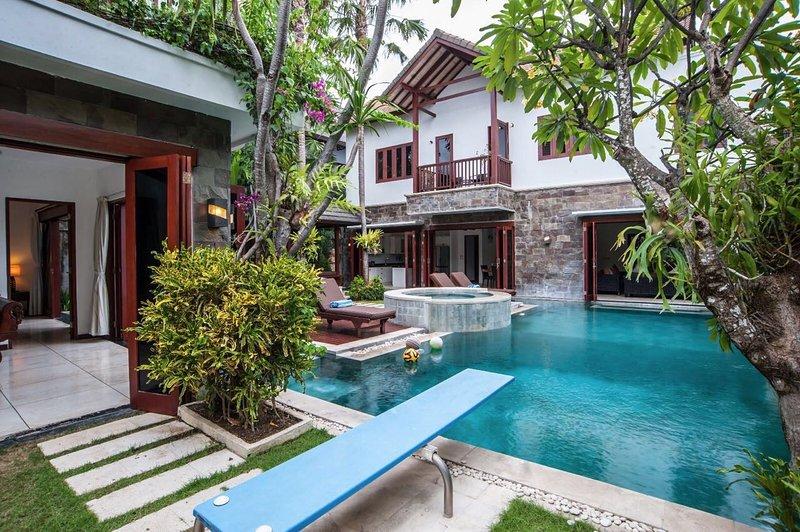 Luxury Villa Annecy Seminyak, shop/dine/beach, holiday rental in Seminyak