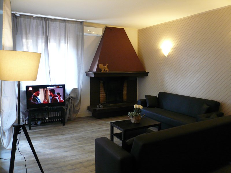 APPARTAMENTO OASI BROWN, holiday rental in Toscolano-Maderno