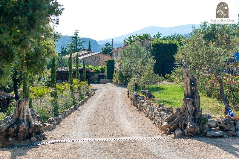 Charming & Spacious 2 Bedroom Farmhouse, Mas Du Bois Dore, Mons, location de vacances à La Bastide