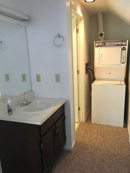 extra vanity in master / washer and dryer as well