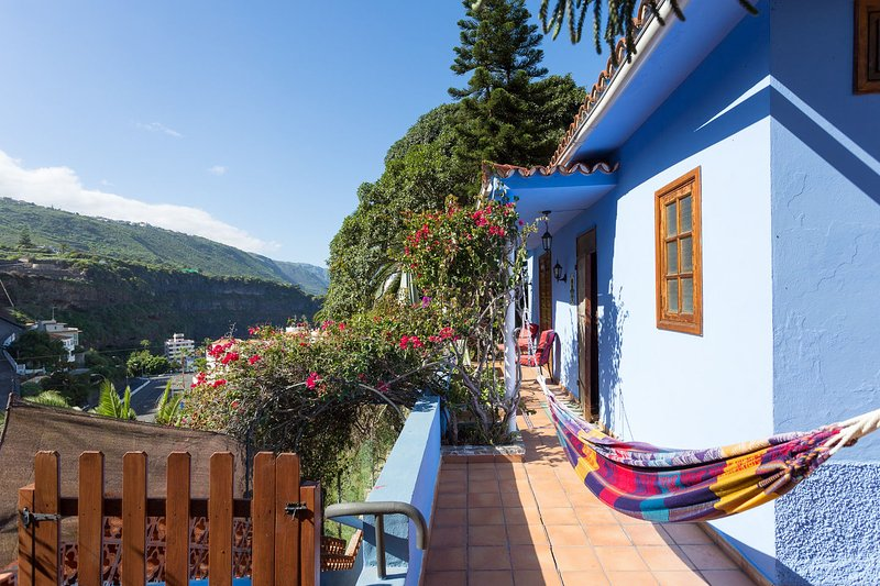 Paradise Corner Blue House & Huge Garden, vacation rental in Icod de los Vinos