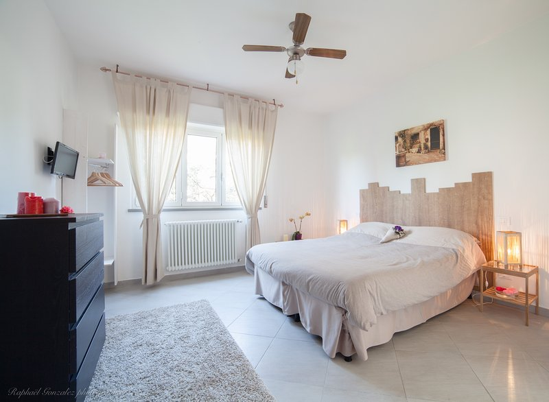 Comfortable double room in B&B just outside Lucca, holiday rental in Lunata