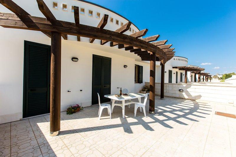 Villetta 7 posti letto a 200 metri dal mare ed a 5 km dalle spiagge di Gallipoli, holiday rental in Torre Suda