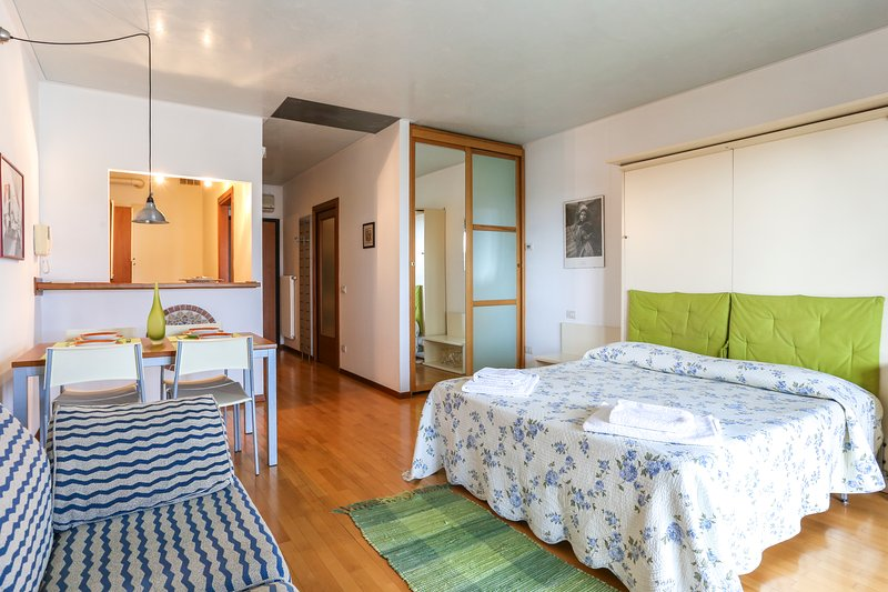 Lovely studio flat 20 minutes from Venice, vacation rental in Frescada