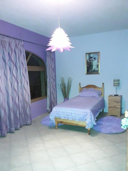 Es una habitación beautiull en una casa grande en el sqare de Ghajnsielem