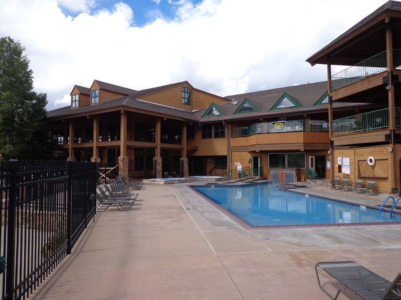 Summer Trip 2020 Days/Weeks or Ski '21! Fam Retreat - Resort Living - Remodeled!, holiday rental in Hot Sulphur Springs