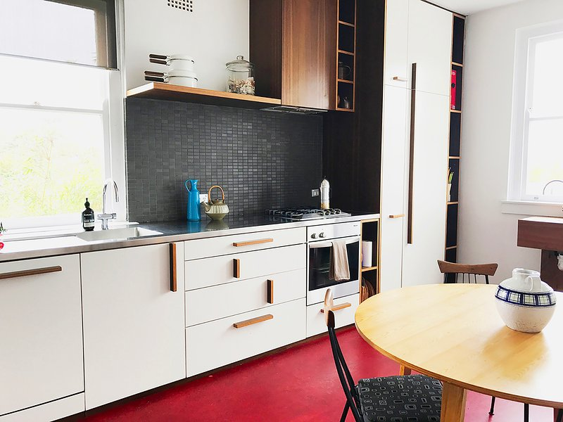 cozinha lindo com aparelhos de alta qualidade