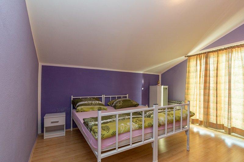 Apartment Paula, vacation rental in Kastel Kambelovac