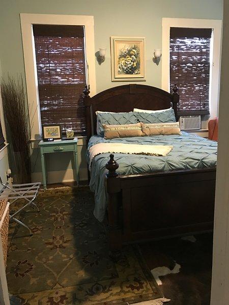 Quarto w / queen size cama confortável.