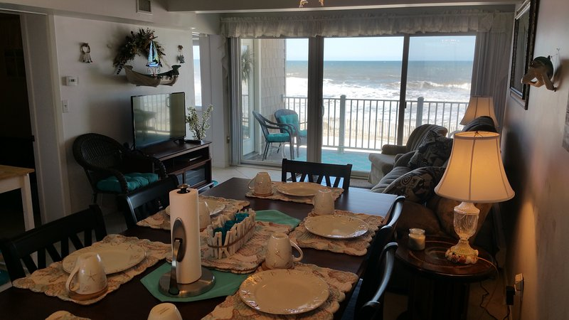 Oceanfront Condo Directly On Beach!, vacation rental in Normandy Beach