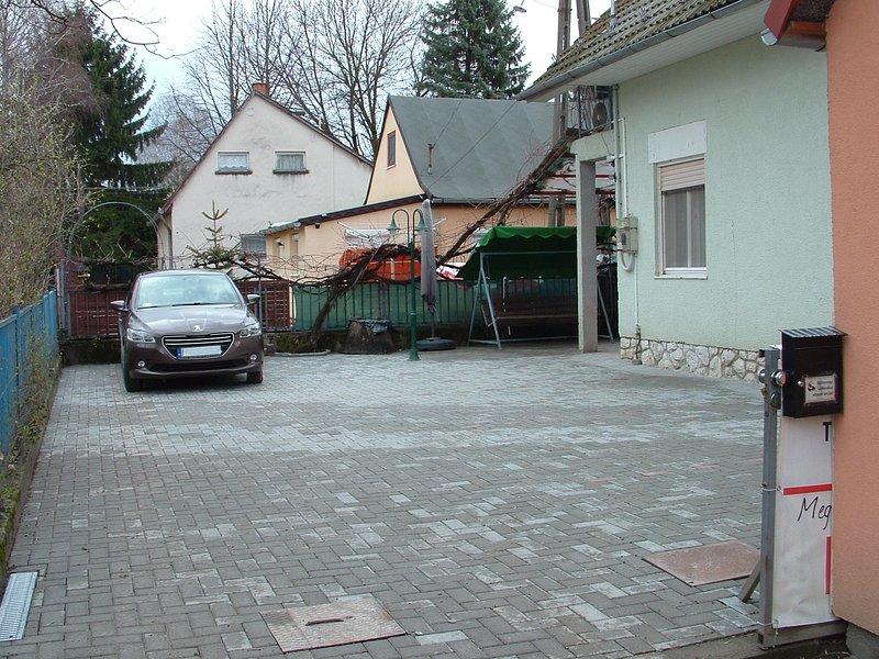 Cerrado lugar patio-aparcamiento