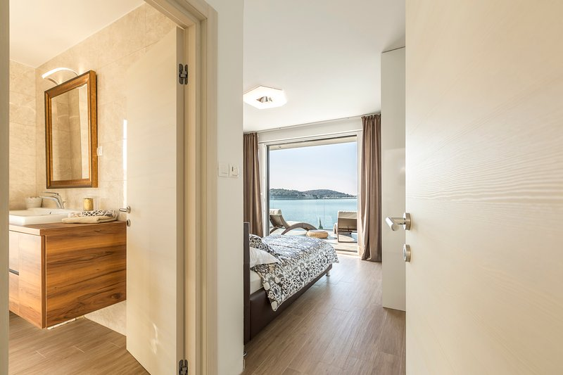 bedroom 3 with bathroom and sea view