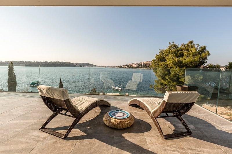 upper floor terrace - sea view