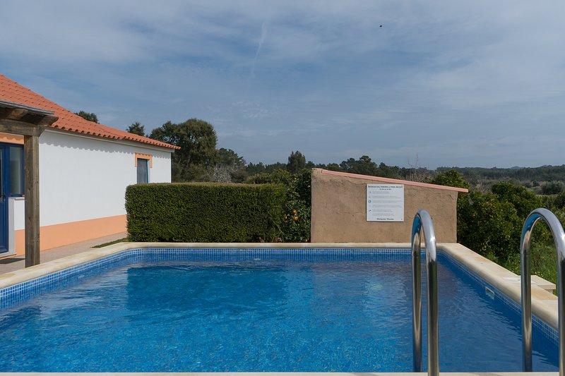 Digne Red Villa, Aljezur, Algarve, holiday rental in Rogil