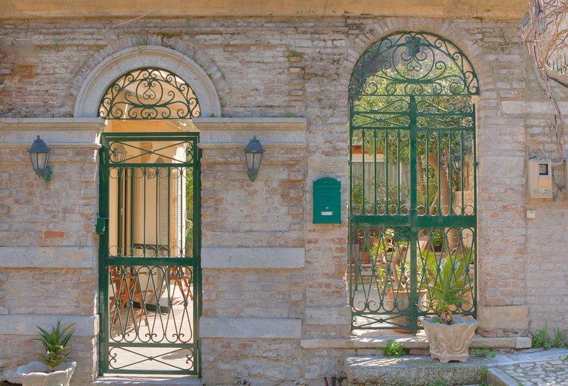 Een uniek huis met tuin in het hart van Corfu.