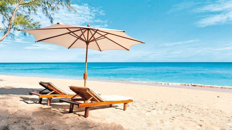**WONDERFUL RATES - PLEASE ASK** - Villas on the Beach 403 Penthouse - Holetown, holiday rental in Saint James Parish
