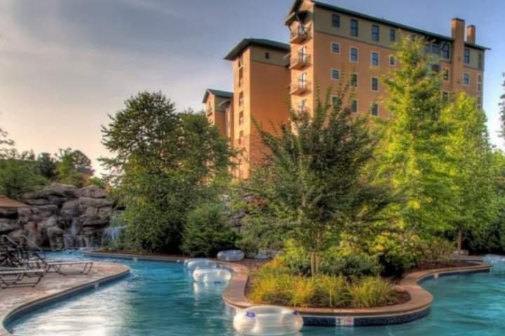 Bienvenido al Riverstone Resort, un complejo de lujo situado en el corazón de Pigeon Forge!