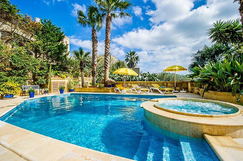 Dar tal-Kaptan Boutique Masion Tranquillity Suite, vacation rental in Ghasri