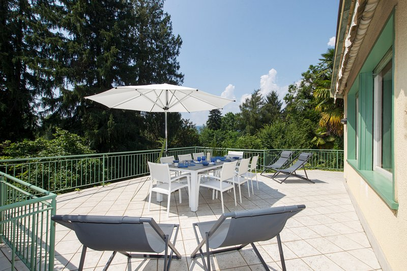 Spacious terrace with solarium and dining table for 8 guests
