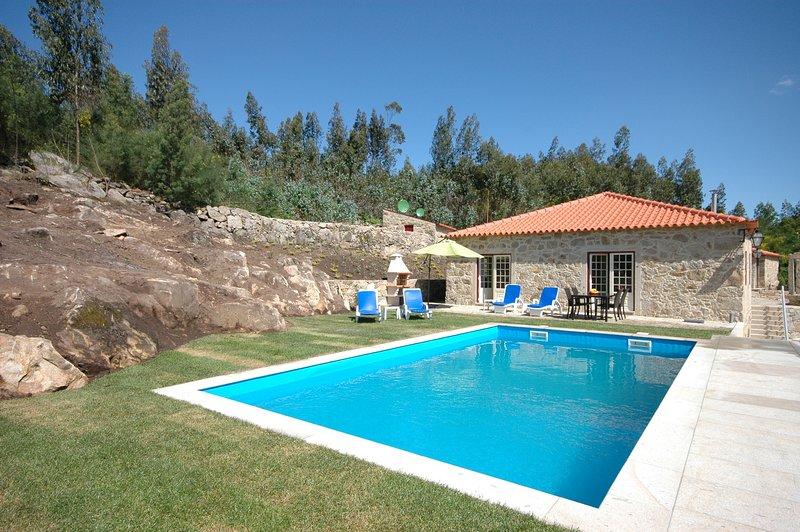 Rebordoes Villa Sleeps 8 with Pool - 5718911, holiday rental in Correlha