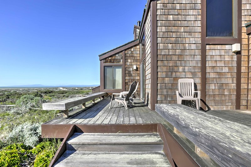 Escape to this beach front vacation rental condo with  3 bedrooms and 2 bathrooms for the ultimate Moss Landing getaway!