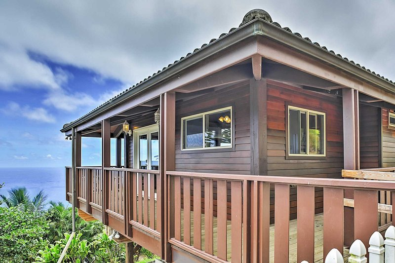 An unbelievable paradise oasis can be found at this 1-bathroom Wailuku vacation rental studio cottage!