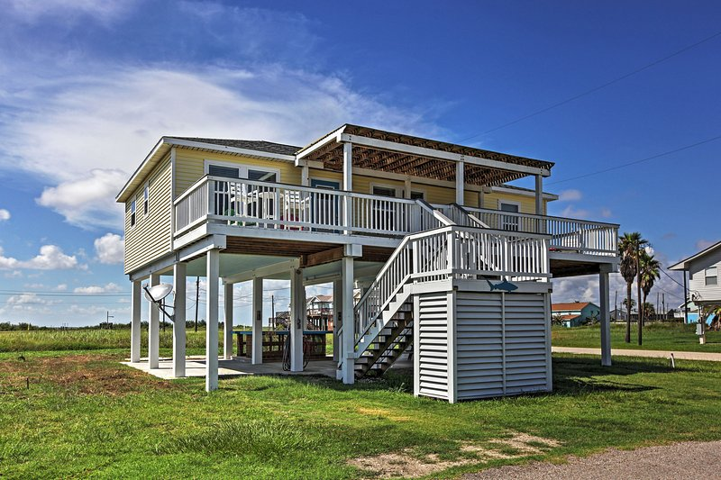 This magnificent Surfside Beach vacation rental house is the perfect place to take your family!