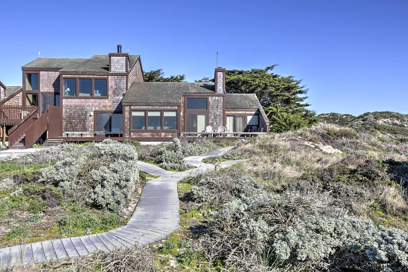 Book this fabulous vacation rental condo for the ultimate Moss Landing getaway!