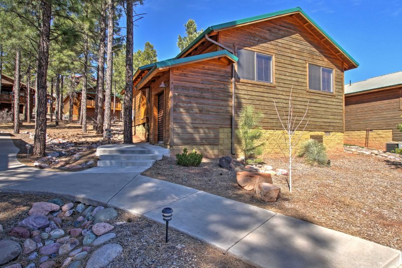 Book this cozy vacation rental cabin for the ultimate Show Low getaway!