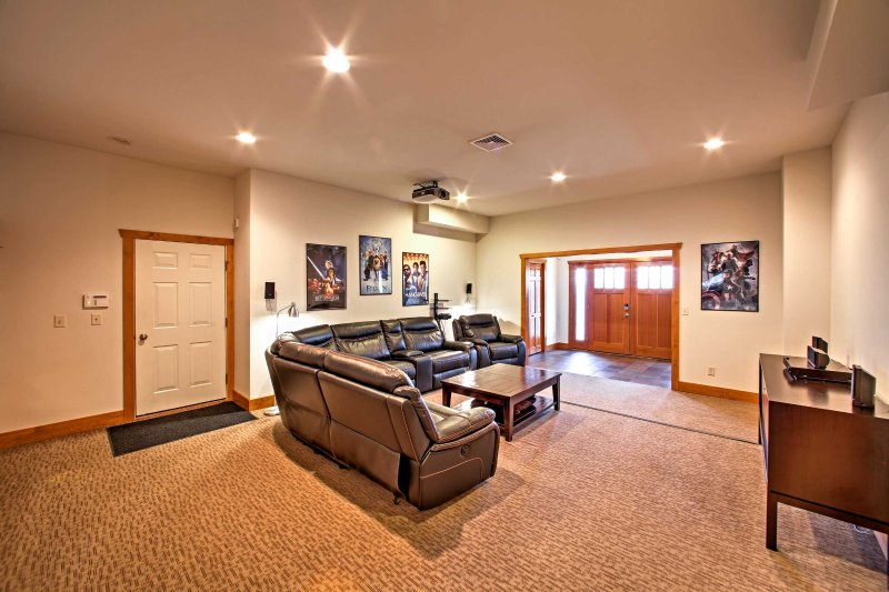 This home is ideal for large groups of 12!
