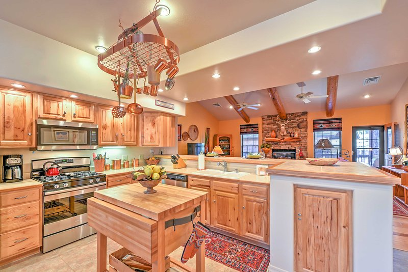 Prepare delicious meals for everyone in the fully equipped kitchen.