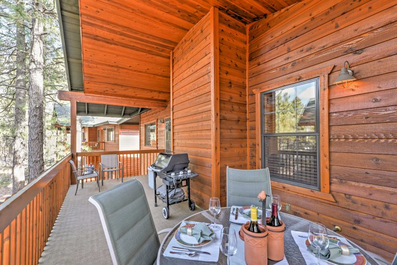 Enjoy the fresh mountain air as you spend mealtime on the balcony.