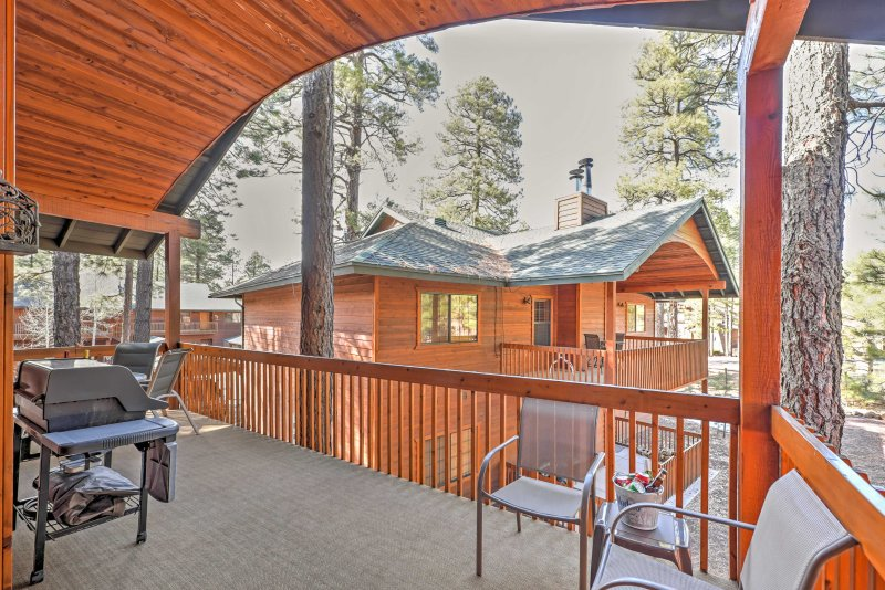 Have an outdoor barbecue and enjoy wooded views.