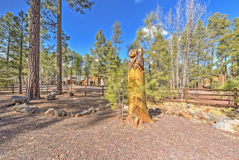 This property offers easy access to nature walks and nearby hiking trails!