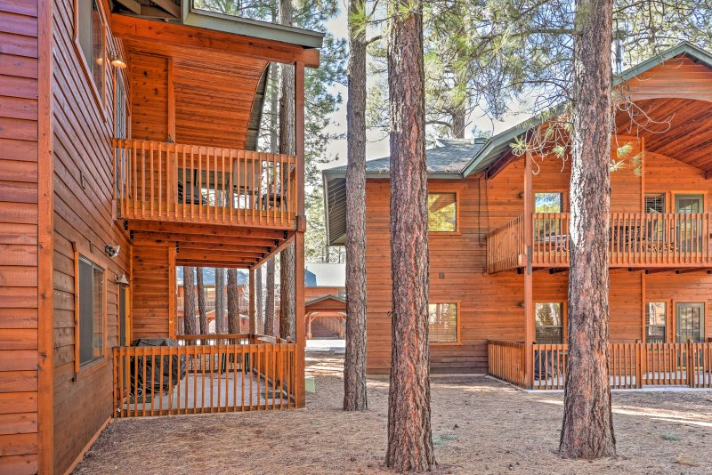 You will love being surrounded by tall pine trees and views of Arizona's White Mountains.