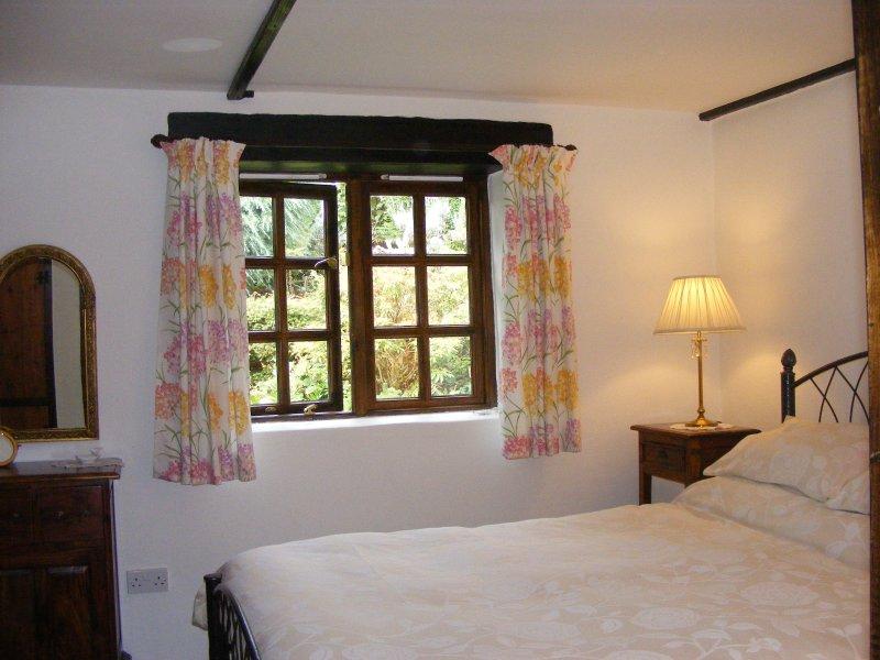 Little Barn  5* Rural Cottage near beaches, coastal walks, gardens., holiday rental in Kennards House