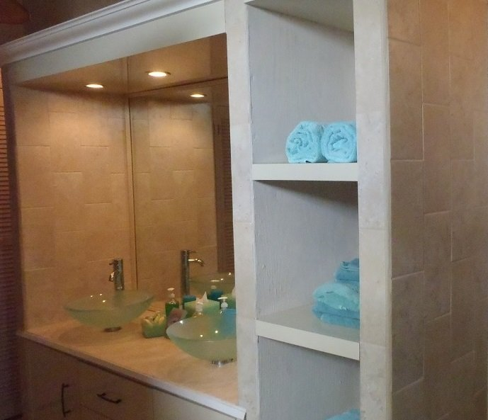 Double sinks in third guest bathroom