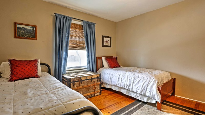 Chambre 2 dispose de 2 lits jumeaux de taille.