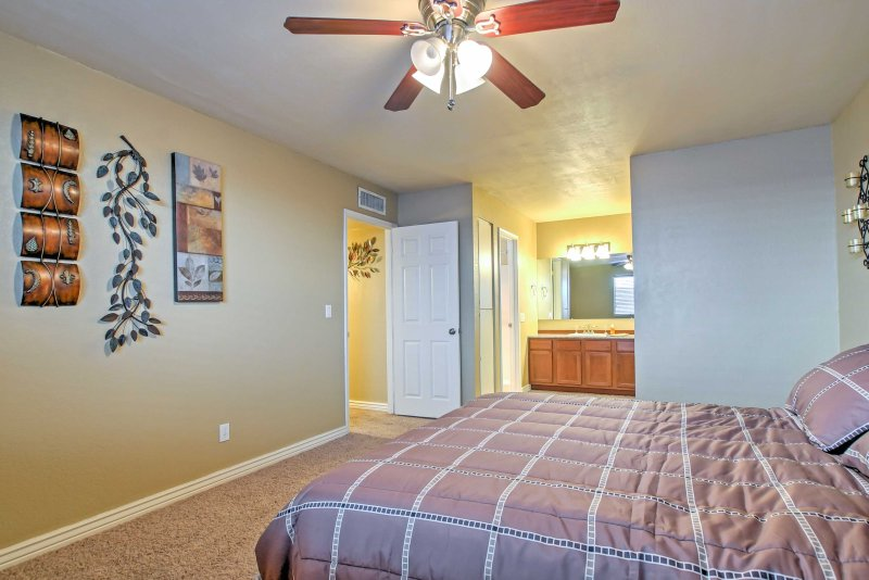 Ceiling fans add additional comfort on those hot Arizona days.
