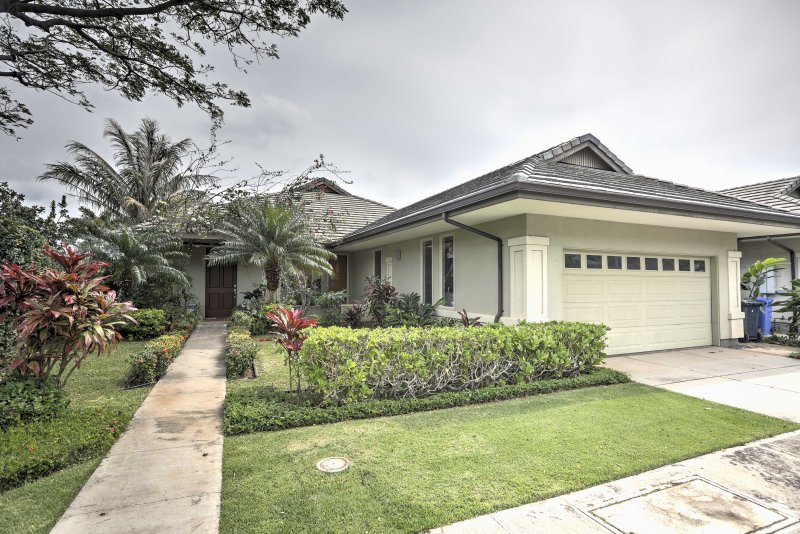 Retreat to Honolulu in luxury when you stay at this amazing 3-bedroom house just a few minutes drive from the beach!