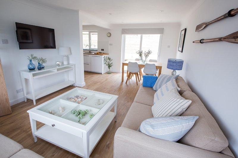 Beachstyle tasteful open plan detached home between beach/village. Great reviews, alquiler vacacional en Croyde