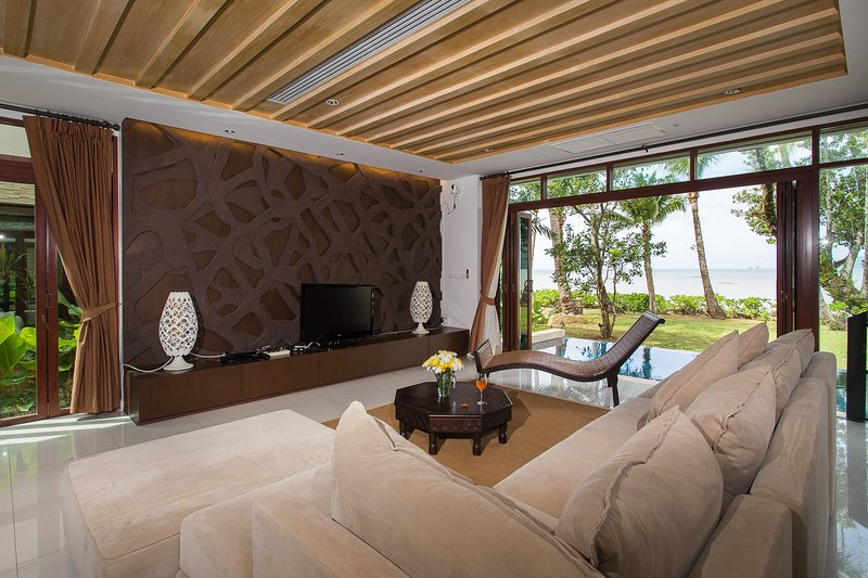 Beachfront Amatapura Villa 10, holiday rental in Nuea Khlong