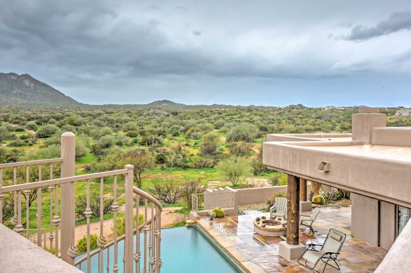 Upscale Scottsdale Home w/Infinity Pool & Mtn View, casa vacanza a Rio Verde