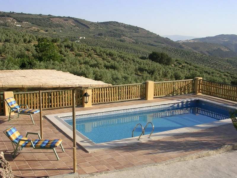 Beautiful house with swimming-pool, alquiler de vacaciones en Castillo de Locubín