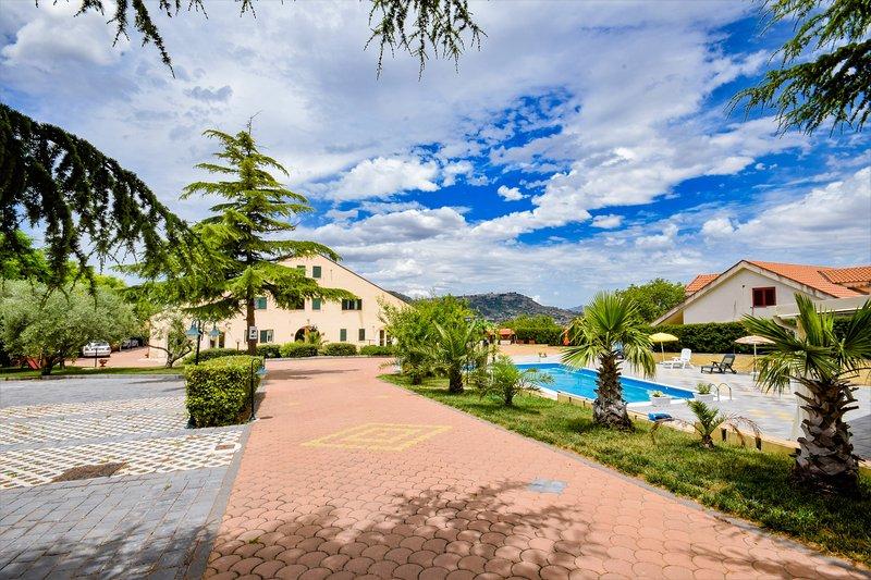 Casa vacanze Eventi con piscina privata al centro della Sicilia, location de vacances à Calascibetta
