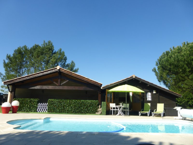 Chalet 2 pers, piscine proche St Emilion, Bordeaux, blayes, holiday rental in Maransin