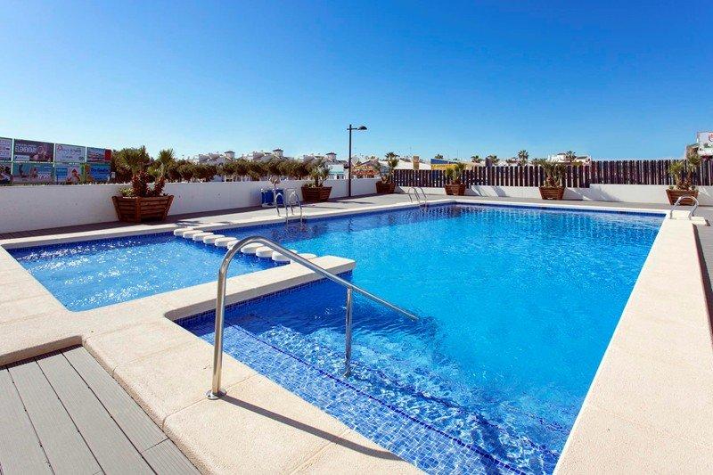 Ground floor 2 bed Luxury apartment with WiFi in Los Altos del Mediterraneo – semesterbostad i Orihuela