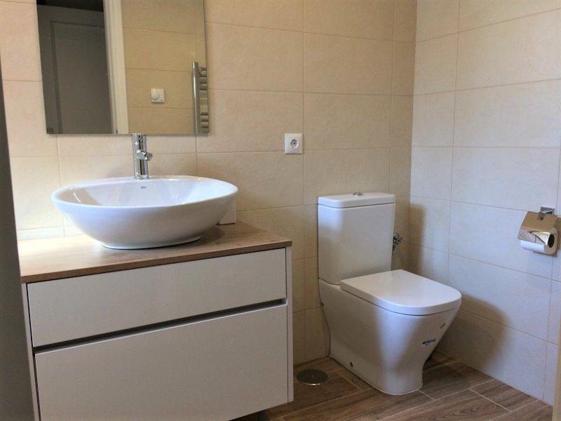 Casa de banho privativa com quarto principal