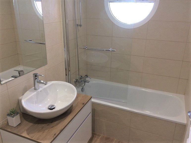 Casa de banho privativa para Second Bedroom